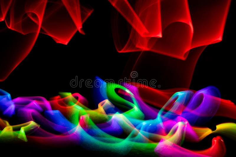 Turbinio delle luci colorate contro fondo nero fotografia stock libera da diritti