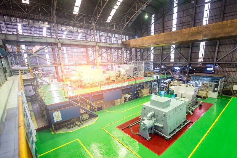 Turbinmaskin i kraftverkrum att frambringa energi, maktelektricitet Elektriska generatorer royaltyfria foton