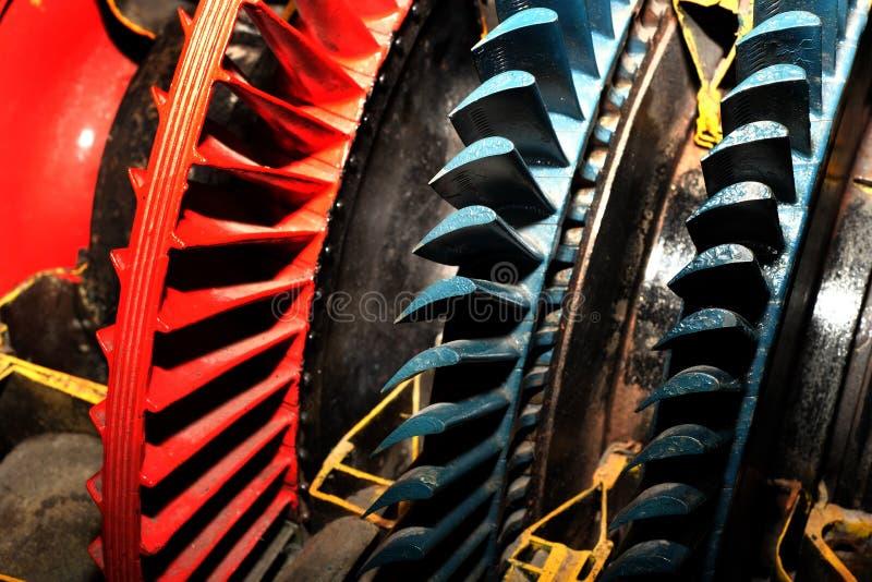Turbinowi ostrza w rżniętym rocznika dżetowy silnik daleko od zdjęcia royalty free