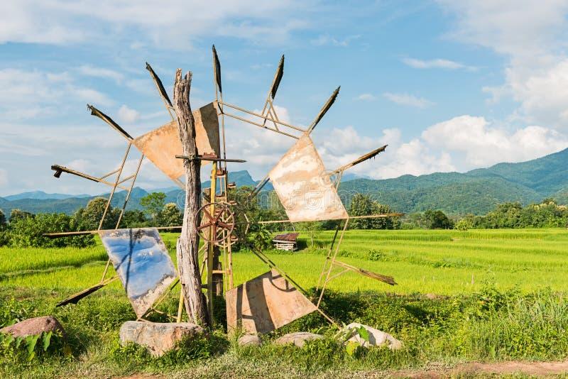 Turbinowy baler w ryżu gospodarstwie rolnym zdjęcia royalty free