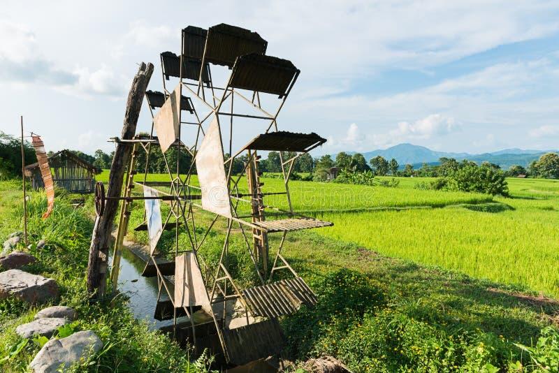Turbinowy baler w ryżu gospodarstwie rolnym fotografia royalty free
