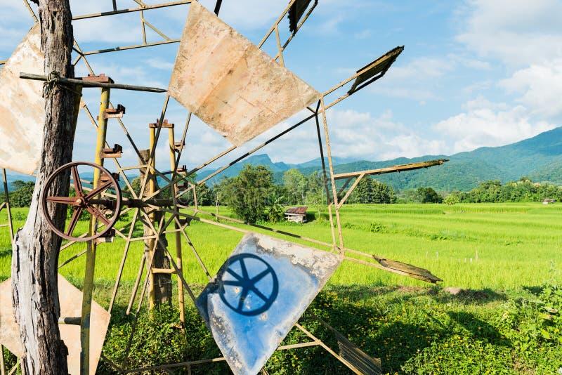 Turbinowy baler w ryżu gospodarstwie rolnym zdjęcia stock