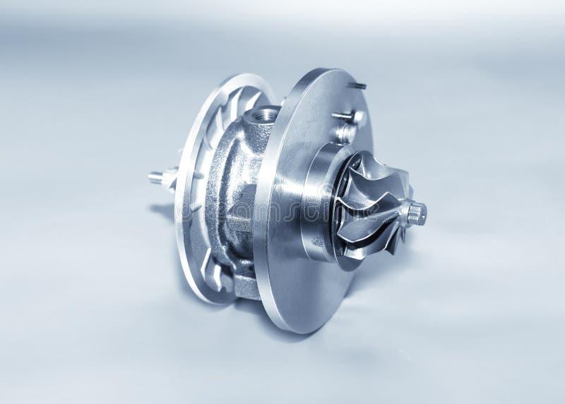 Turbocharger na kruszcowym tle Samochodowa turbina - część engin zdjęcia stock