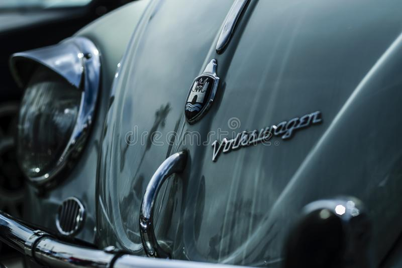 TURBOLADDARE FÖR MUTTER FÖR VW-HJULGUMMIHJUL royaltyfri fotografi