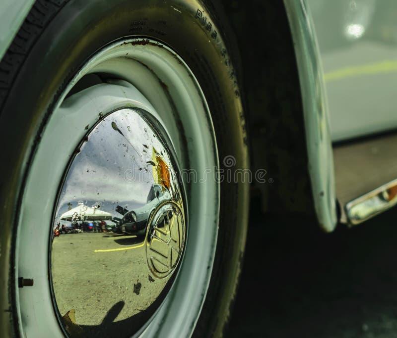 TURBOLADDARE FÖR MUTTER FÖR VW-HJULGUMMIHJUL fotografering för bildbyråer