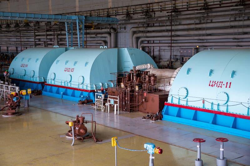 Turboladdaregenerator med väten som kyler på maskinerirummet av kärnkraftverket arkivfoto