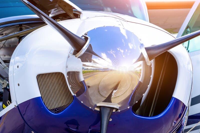 Turboprop-Triebwerk Flugzeugflugzeuge ein Propellerchrom-Glanzabschluß oben stockbilder