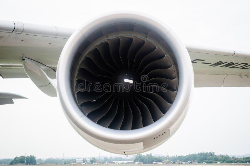 Turboreattore sotto la protezione di un aereo di linea, Russia fotografie stock