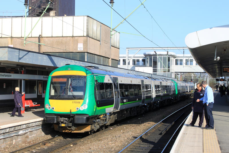 Turbostar diesel på den Wolverhampton järnvägsstationen arkivbilder