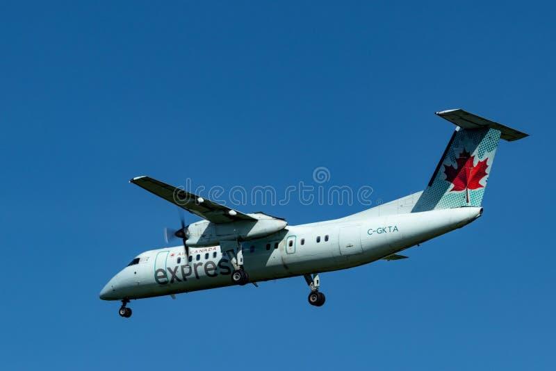 Turbosteunstraal op korte afstand van Air Canada dichtbij Pearson International Airport, Toronto stock fotografie