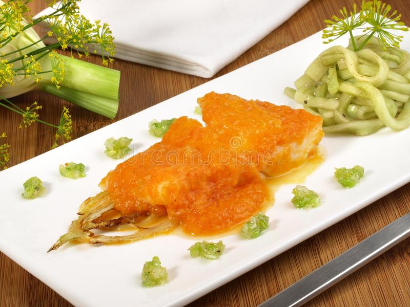 Turbot - Salmon Appetizer avec de la salade images libres de droits