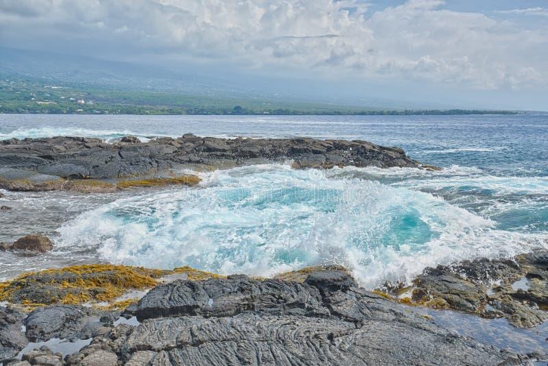 Turbulant Vocanic skały krajobraz, Kealakekua zatoka zdjęcie stock