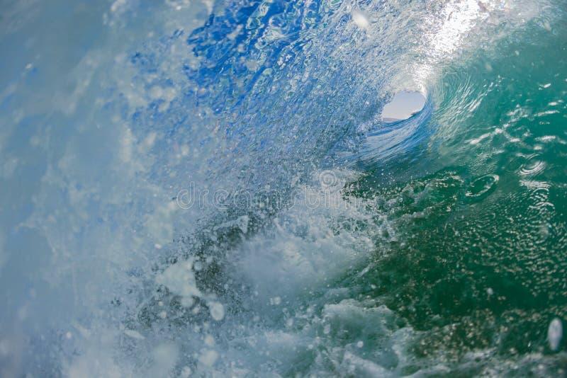 Turbulence creuse intérieure de l'eau de vague photographie stock libre de droits