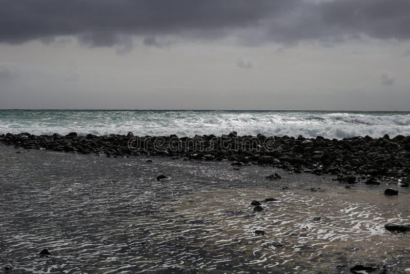 Turbulent och stormigt hav arkivfoton