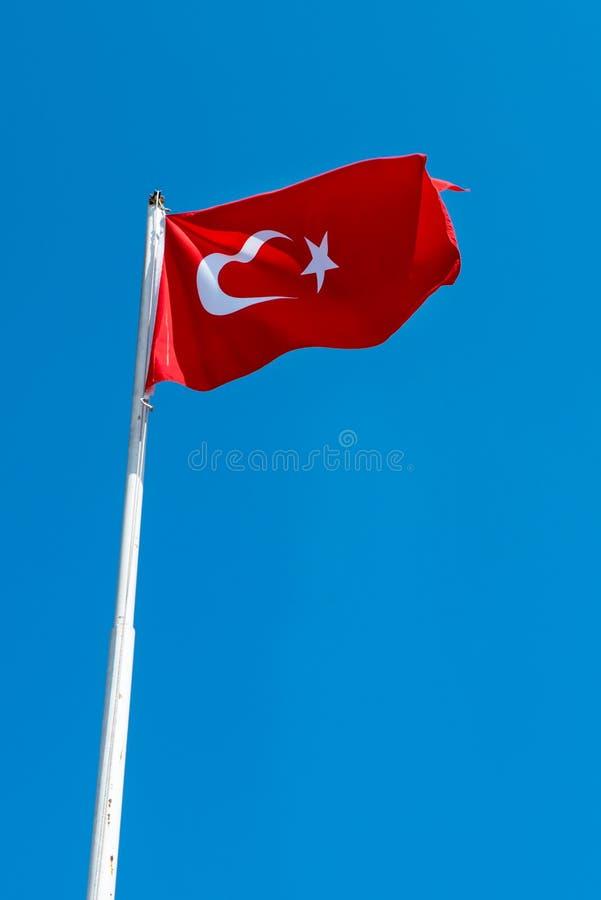 Turcja flaga chodzenie przy sultanahmet kwadratem zdjęcie stock