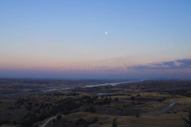 Turco, Adiyaman, el 15 de julio, - 2019: Lugares hermosos históricos de la colina de Adiyaman Karakus, Nemrut cerca y puente del  imagen de archivo