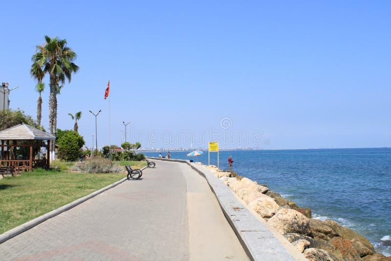 Turco, Mersin Mezitli, o 3 de junho, - 2019: Lugares turísticos e casas bonitas perto do mar fotografia de stock