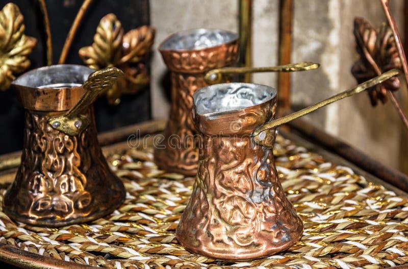 Turcos del café - citas de tabla árabes tradicionales imagenes de archivo