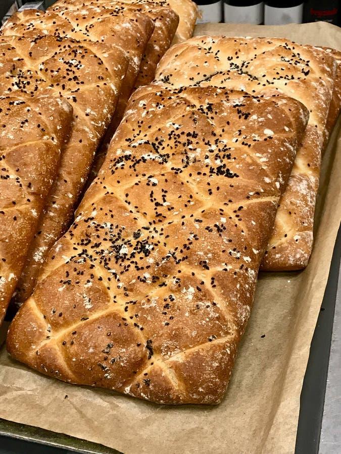 Turecczyzna Ramadan Chlebowy Pide dla sprzedaży Ramazan w piekarnia rynku fotografia royalty free