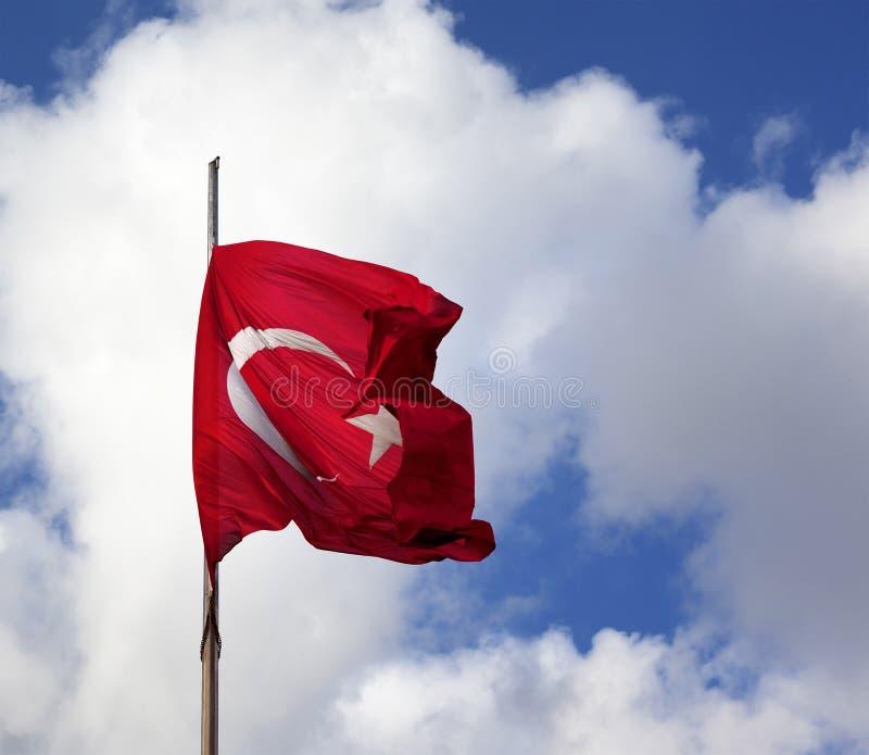 Turecczyzny flaga na flagpole falowaniu w wiatrze fotografia stock