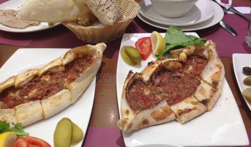 Download Turecczyzny Pide pizza zdjęcie stock. Obraz złożonej z pośrednik - 57667904