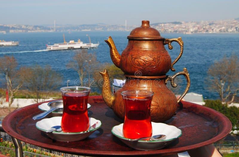 Turecka herbata z widokiem nad Bosphorus w Istanbuł zdjęcie stock