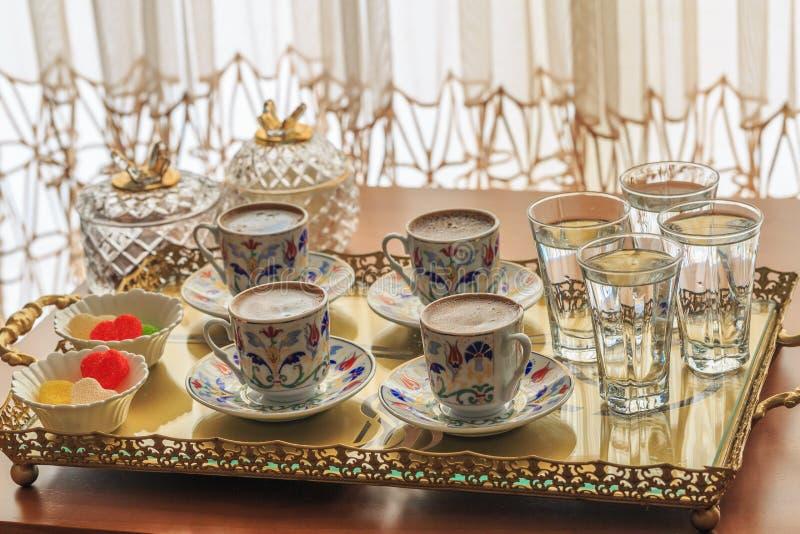 Turecka kawa dla cztery z wodą i cukierkami zdjęcie stock