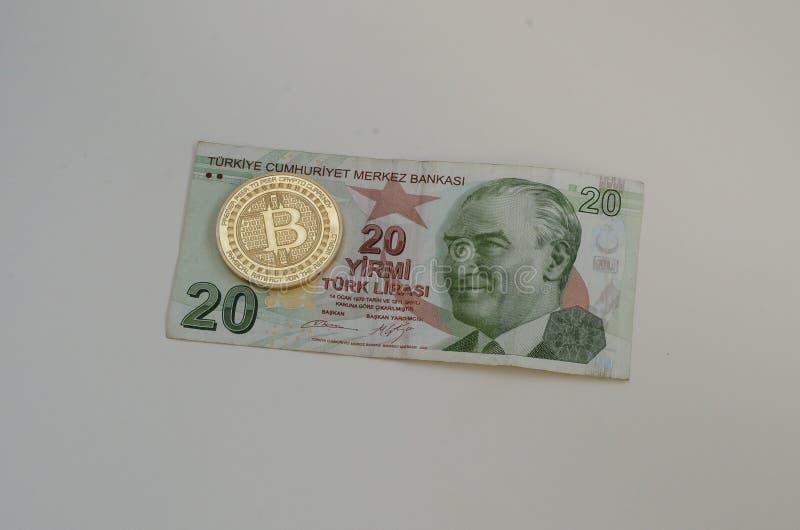 Turecka pieniądze i bitcoin moneta Turcja i cryptocurrency pojęcie Na biel fotografia stock
