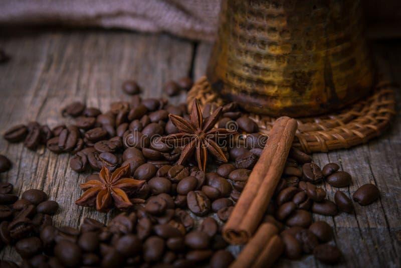 Turecki garnek nad kawowymi fasolami obrazy royalty free