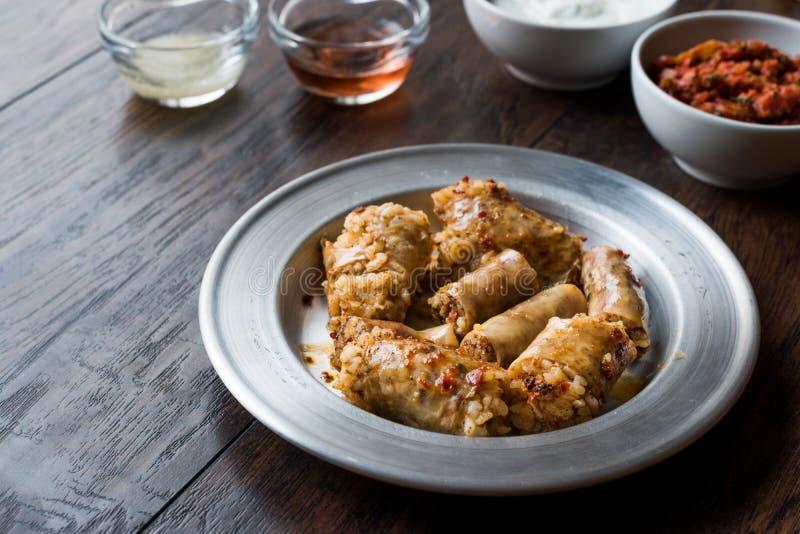 Turecki Karmowy Minced mięso Mumbar Dolma i Rice Faszerująca Barania kiszka fotografia royalty free
