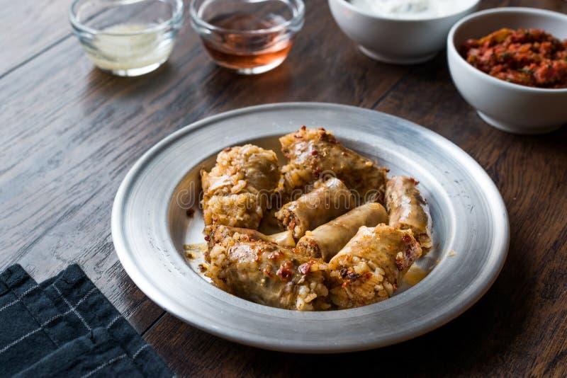 Turecki Karmowy Minced mięso Mumbar Dolma i Rice Faszerująca Barania kiszka obraz royalty free