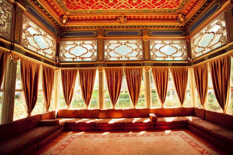 Download Turecki Kolorowy Sufit W Tradycyjnym Osmańskim Pokoju Obraz Editorial - Obraz złożonej z otomana, target52: 57659555