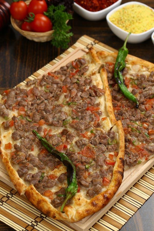 Turecki pide z mięsem fotografia stock