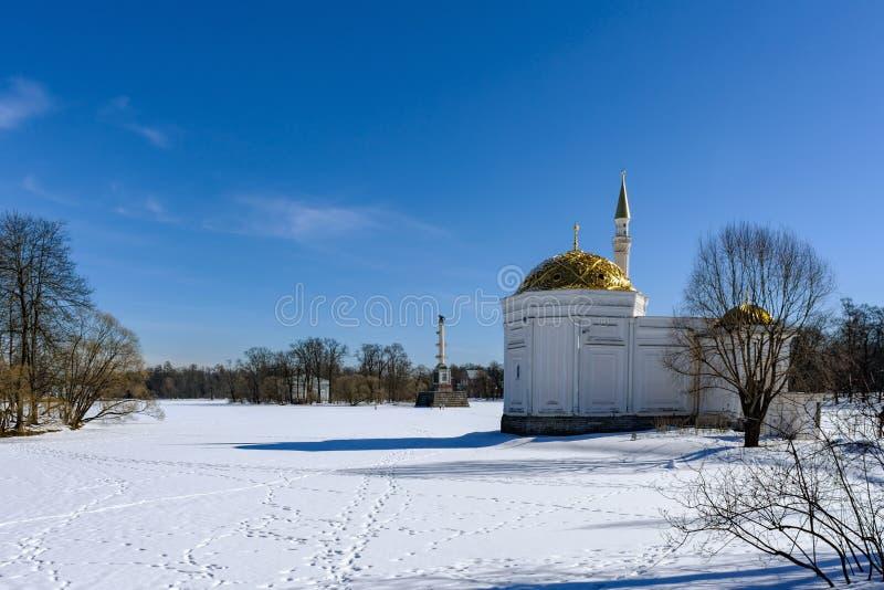 Turecki skąpanie i Chesme kolumna w Catherine parku w Pushkin, fotografia stock