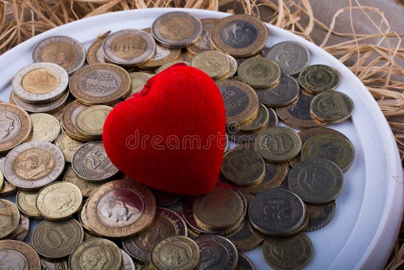 Tureckiego lira monety stroną czerwonego koloru serce kształtowali objec zdjęcie royalty free