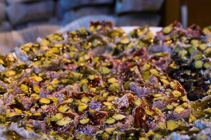 Tureckiego zachwyta deser z pistacją w kokosowym narzucie obraz stock