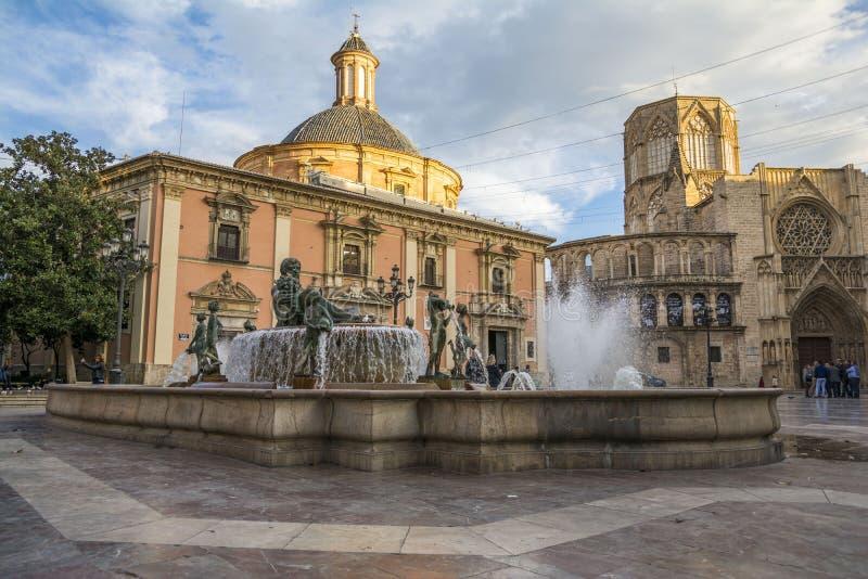 Turia Fountain na plaza de la Virgen em Valência fotos de stock royalty free
