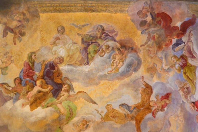 Turiin -与圣母玛丽亚和圣约瑟夫的天花板壁画三位一体在教会基耶萨di圣诞老人特里萨里 图库摄影