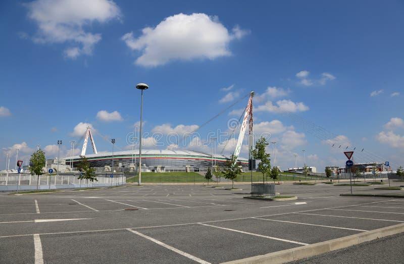 Turin, À, l'Italie - 27 août 2015 : vue avec le parking de Th photos stock