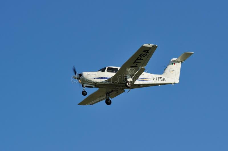 TURIN - 7 de novembro de 2015 - o Tuin que voa o arriv do avião de ITFSA imagens de stock royalty free