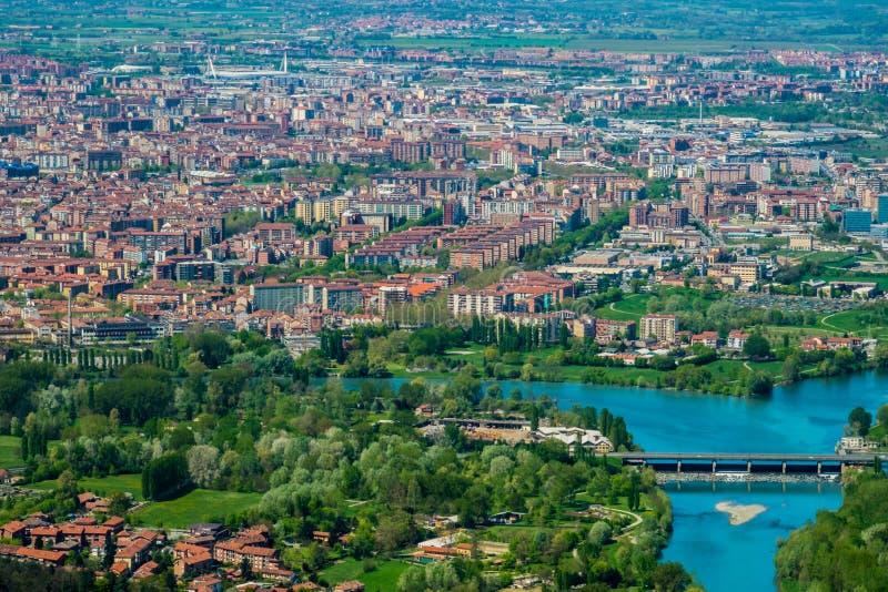 Turin horisont från supergakullen, Piedmont, Italien arkivfoton
