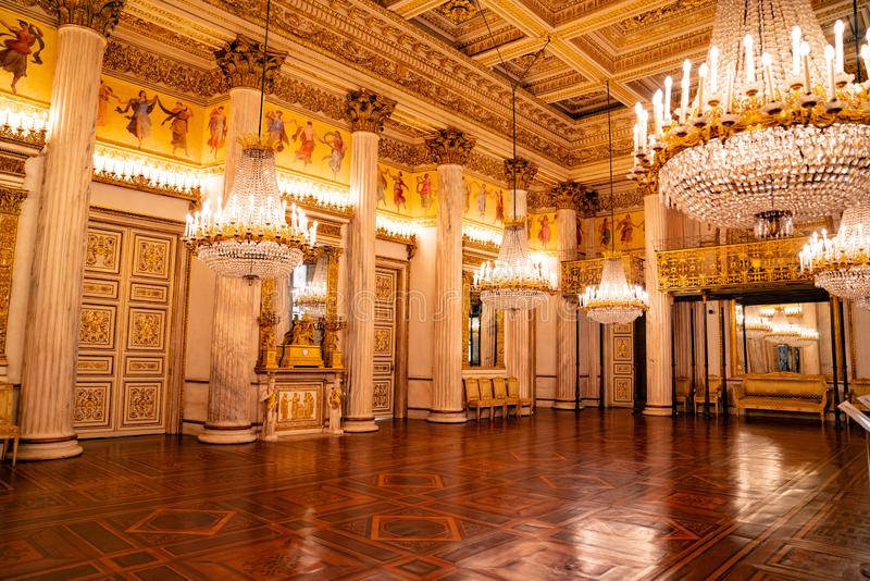 Turin, Itália - 23 de maio de 2019: O castelo de Valentino/construção histórica imagens de stock