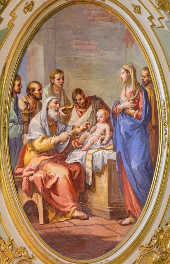 TURIN, ITÁLIA - 16 DE MARÇO DE 2017: O fresco a circuncisão de jesus em di San Massimo de Chiesa da igreja por Mauro Picenardi fotografia de stock