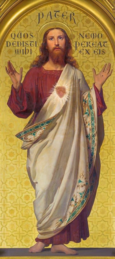 TURIN, ITÁLIA - 15 DE MARÇO DE 2017: A pintura do coração sagrado de Jesus na igreja Chiesa di San Dalmazzo por Enrico Reffo imagem de stock royalty free
