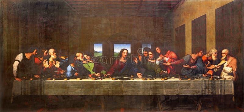 TURIN, ITÁLIA - 13 DE MARÇO DE 2017: A pintura da última ceia no domo após Leonardo da Vinci por Vercellese Luigi Cagna 1836 imagem de stock