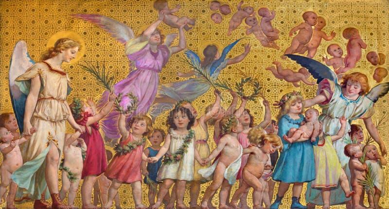 TURIN, ITALIE - 15 MARS 2017 : Le fresque symbolique des enfants saints d'innocents avec les anges dans l'église Chiesa di San Da photographie stock libre de droits