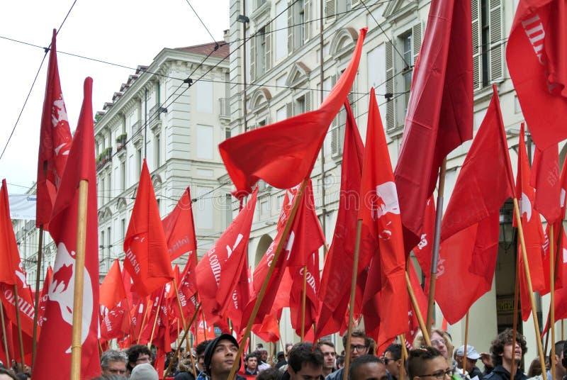 Turin Italien - demonstration för flaggor och baner för arbets- dag röda royaltyfri bild