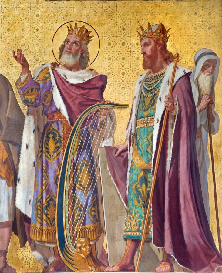 TURIN ITALIEN - MARS 15, 2017: Freskomålningen av av konungen David och Salomon i kyrkliga Chiesa di San Dalmazzo av Enrico Reffo royaltyfri bild