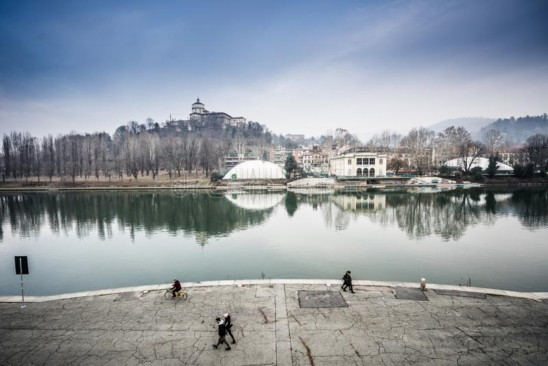 Turin Italien Murazzi mit dem Po stockfotografie
