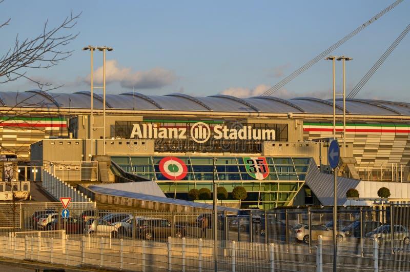 Turin, Italien, Piemont - 8. März 2018 am 18:15 in Richtung zum Sonnenuntergang Das die Allianz-Stadion in Turin lizenzfreies stockbild